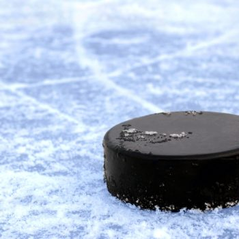 hockey_puck_black_ice_2560x1600